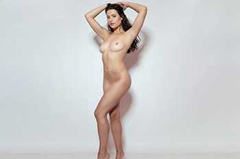 Sarah first class escort lady spoils cheap sex contacts Berlin with French with her on her erotic portal