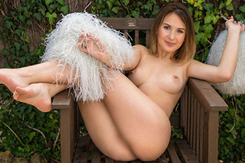 Elfie escort lady for commercial love cheap sex contacts Berlin with hand relaxation at model agency