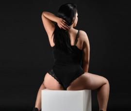 Emi – Prostituierte zum Stundenhotel oder Haus bestellen