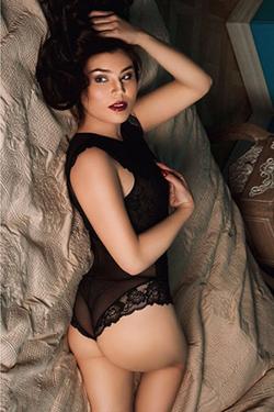 Fayra Anfängermodell bietet Sex Begleitservice preiswerte Sexkontakte Berlin mit Verkehr in Lack & Leder über Erotikführer