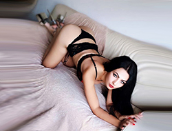 Karina – Feurige Griechin bietet Kontakte für Begleitservice mit Anal Sex