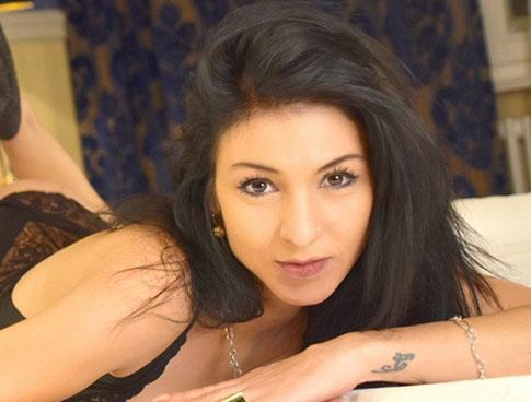Morena – Dünne Hobbyhure sucht über Online Sexanzeigen intime Dates