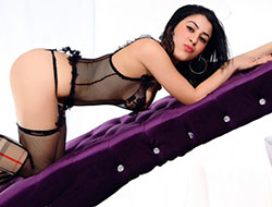 Nazli – Turkish Woman Meet Striptease Sex With German Model Agency