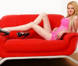 Nicoletta – Zierliche Escort Reisebegleitung für intime Sex Nächte