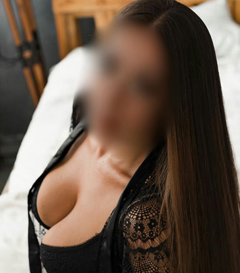 Everika – Huren Berlin 25 Jahre Billiger Escortservice Striptease
