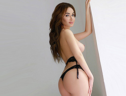 Sonia – Dünne Reisebegleitung bietet Sex-Kontakte für Reisegäste